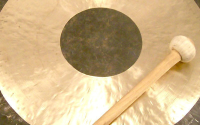 Bagno di Gong e campane di cristallo